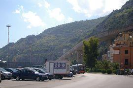 Salerno westliche Ausfahrt (am Berg) western gateway (at mountain)