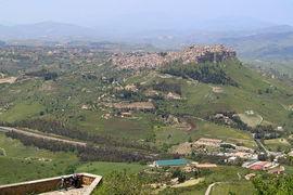 Calascibetta von / viewed from Enna / Rocca di Cerere