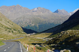 Pass dal Güglia - Alp Güglia Ova dal Vallun Engiadin Ota (hinten/background) Piz Rosatsch - Piz San Gian - Piz Surlej - Piz Boval Piz Morteratsch